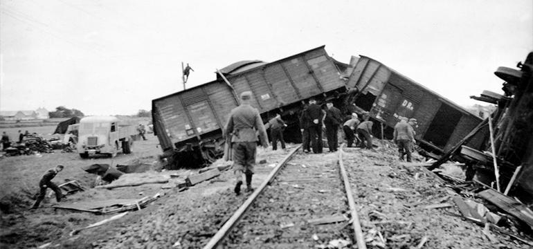 Tog der er blevet saboteret af modstandsbevægelsen under 2 verdenskrig